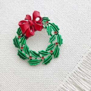 1960s VINTAGE Holiday Wreath Christmas Brooch